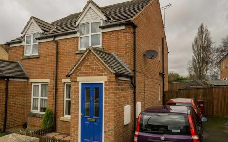 2 Bedrooms Semi Detached House for sale in Dean Road, Scunthorpe