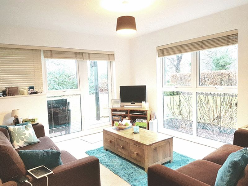 2 Bedrooms Flat for sale in Park View Road, LEATHERHEAD