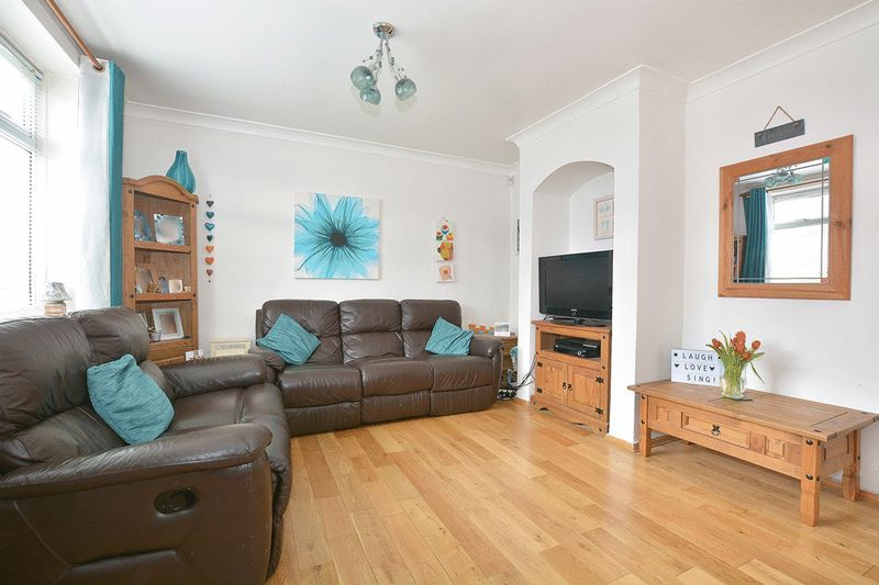 3 Bedrooms Terraced House for sale in Mansfield Drive, Merstham, REDHILL