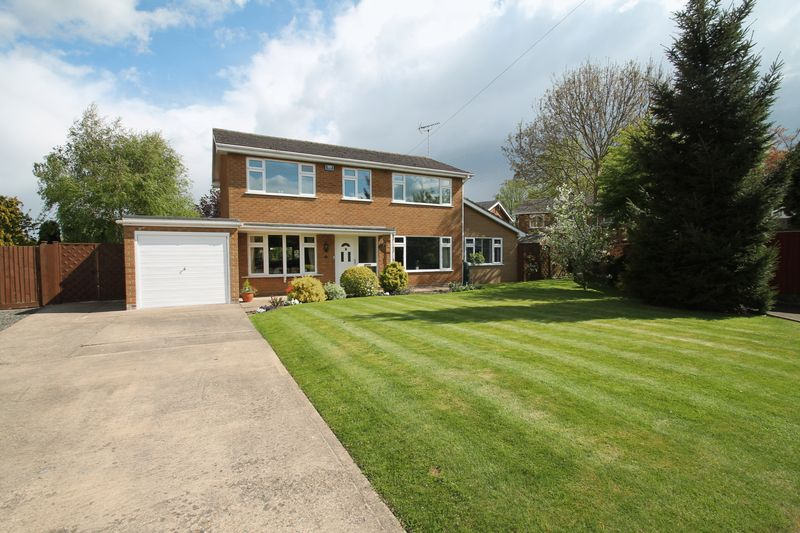 4 Bedrooms Semi Detached House for sale in Malvern Close, Spalding