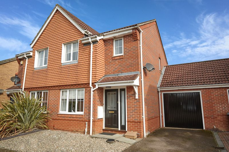 2 Bedrooms Semi Detached House for sale in Grace Edwards Close, Thorpe Marriott