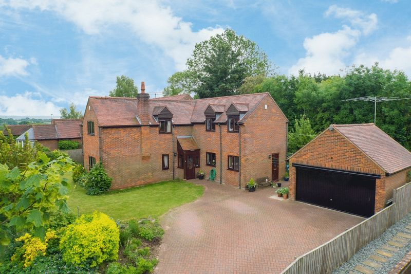 5 Bedrooms Detached House for sale in Chearsley