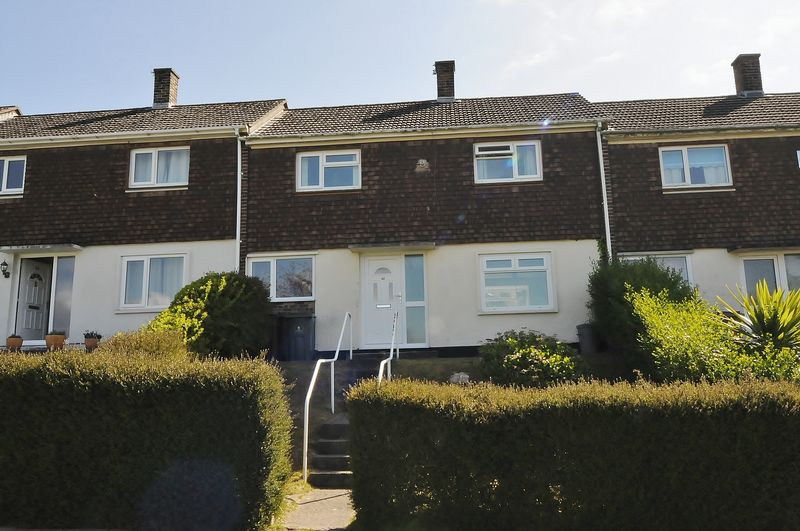2 Bedrooms Terraced House for sale in Berwick Avenue, Plymouth. Well presented 2 bedroom family home.