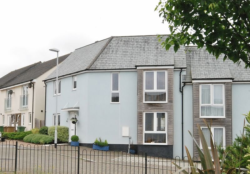 4 Bedrooms Semi Detached House for sale in Fleetwood Gardens, Plymouth. Gorgeous 4 bedroom family home.