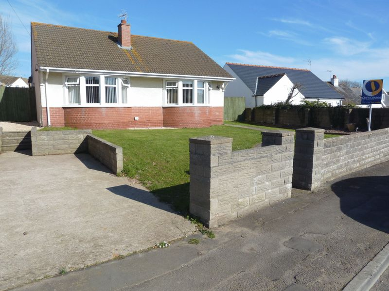3 Bedrooms Detached Bungalow for sale in Fonmon Road, Rhoose