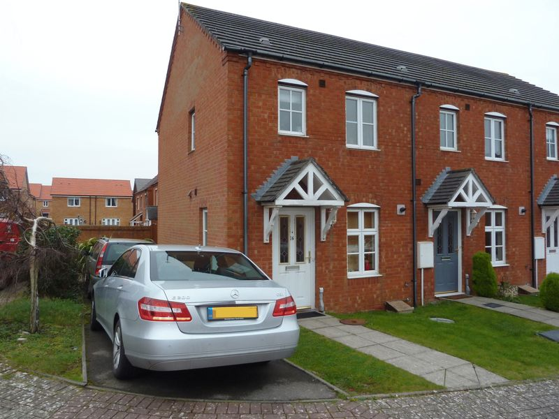 2 Bedrooms Semi Detached House for sale in Cwrt Newton Pool, Rhoose Point