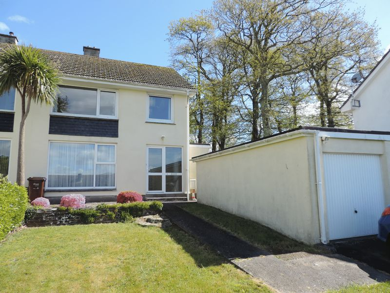 3 Bedrooms Semi Detached House for sale in Midway Drive, Truro