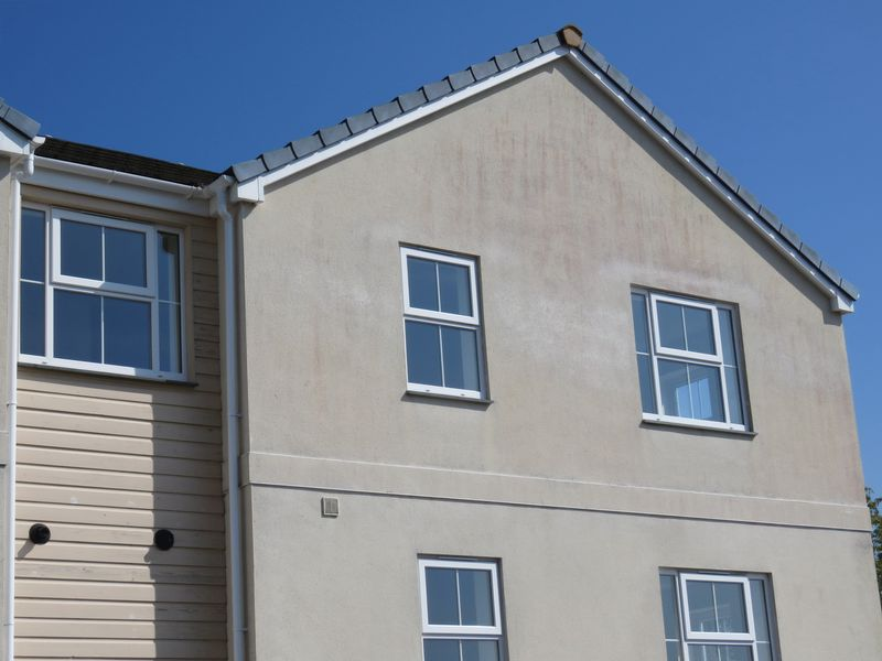 2 Bedrooms Flat for sale in Newbridge View, Truro