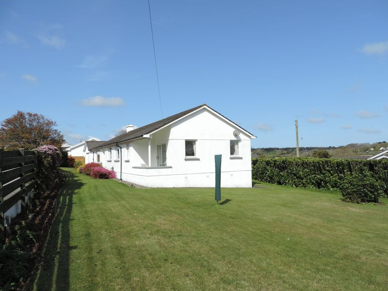 5 Bedrooms Detached Bungalow for sale in Perranwell Station, Truro