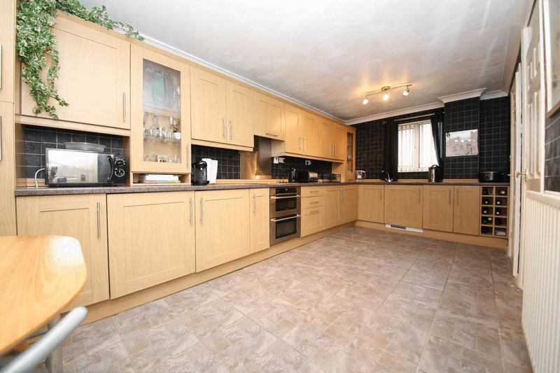 3 Bedrooms Terraced House for sale in Falkirk Grove, Kitt Green, Wigan