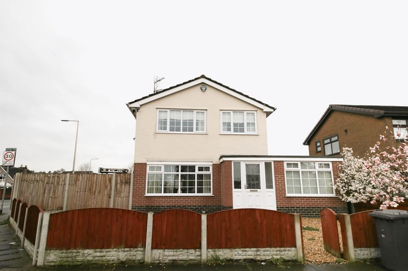 4 Bedrooms Detached House for sale in Clap Gate Lane, Goose Green, Wigan