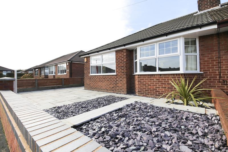 3 Bedrooms Semi Detached Bungalow for sale in Sunnyside Road, Ashton in Makerfield, Wigan