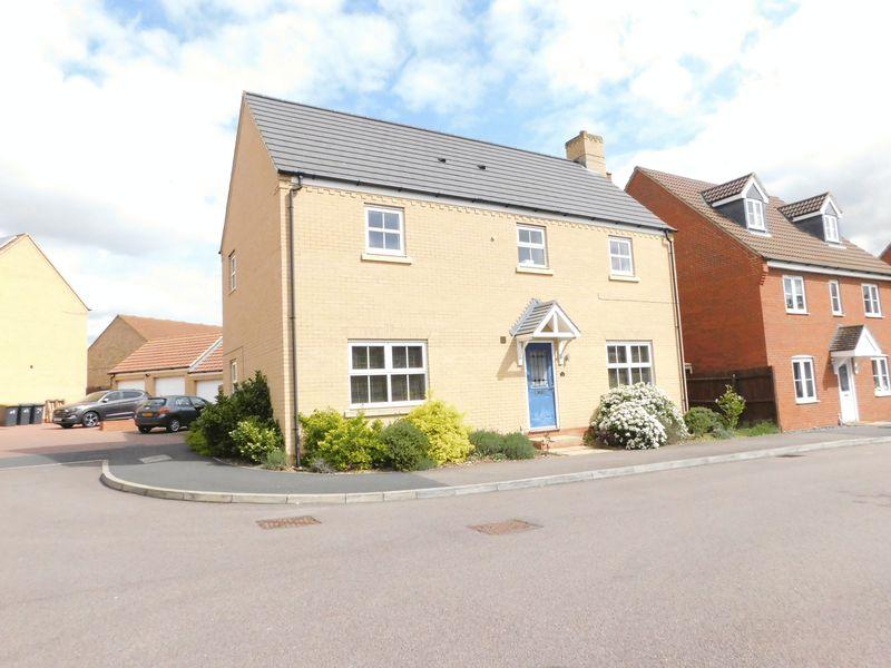 4 Bedrooms Detached House for sale in Langlands Road, Bedford, MK41