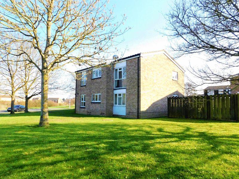 2 Bedrooms Flat for sale in Milburn Road, Bedford, MK41