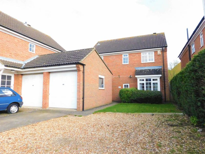 3 Bedrooms Detached House for sale in Newstead Way, Bedford, MK41