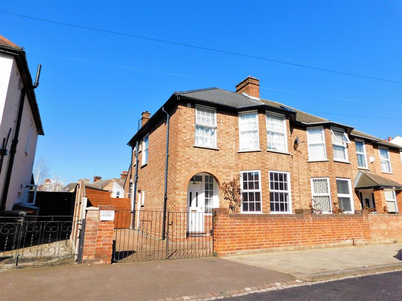 4 Bedrooms Semi Detached House for sale in Honeyhill Road, Bedford, MK40
