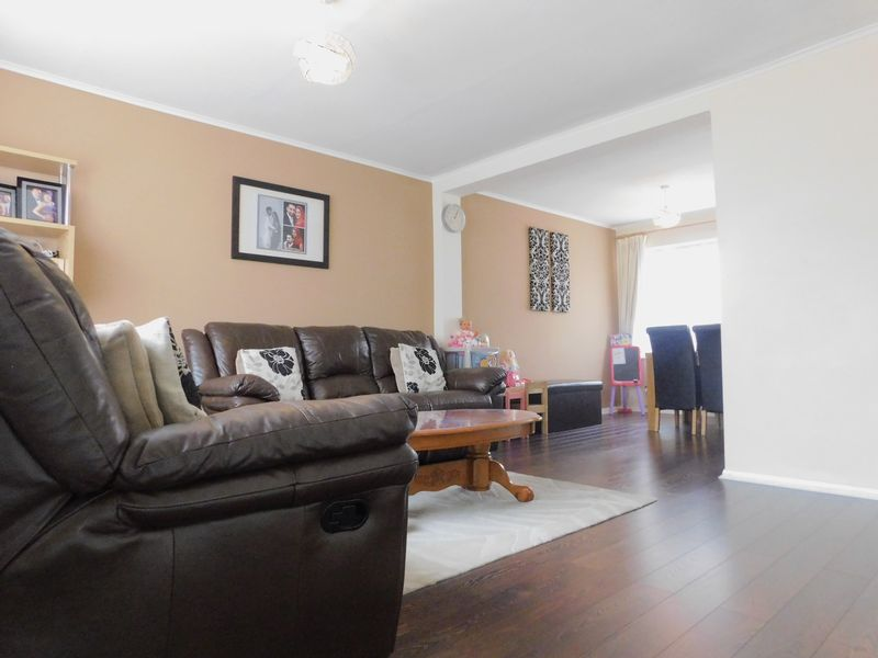 3 Bedrooms Terraced House for sale in Kenilworth Walk, Bedford, MK41