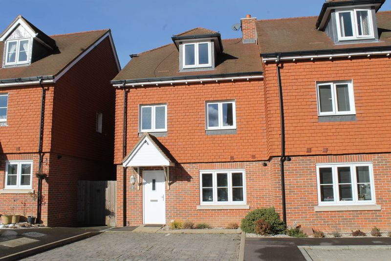 4 Bedrooms Terraced House for sale in Burpham