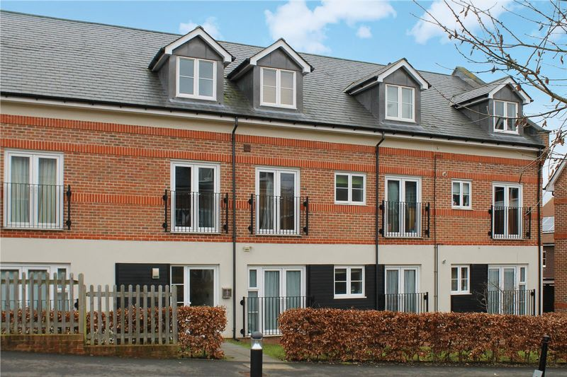 2 Bedrooms Flat for sale in Boxgrove, Guildford