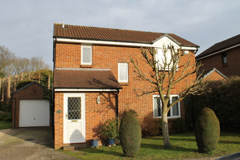 3 Bedrooms Detached House for sale in Merrow Park