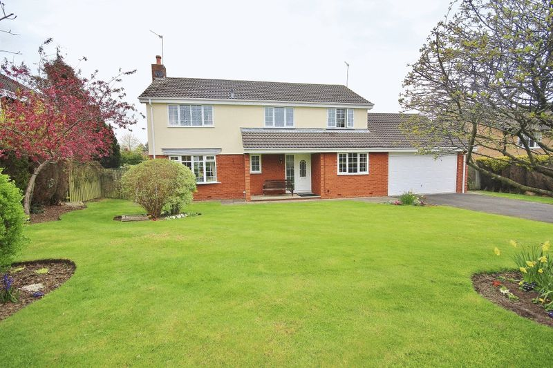 5 Bedrooms Detached House for sale in Collingwood Crescent, Darras Hall, Ponteland