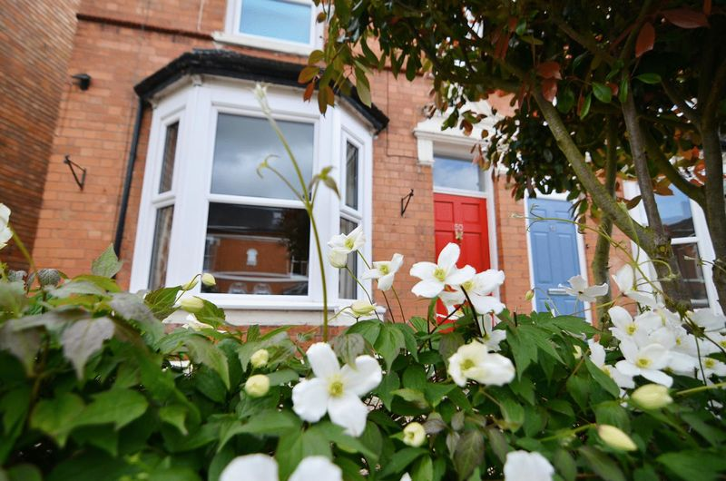 3 Bedrooms Semi Detached House for sale in Battenhall, Worcester City Centre