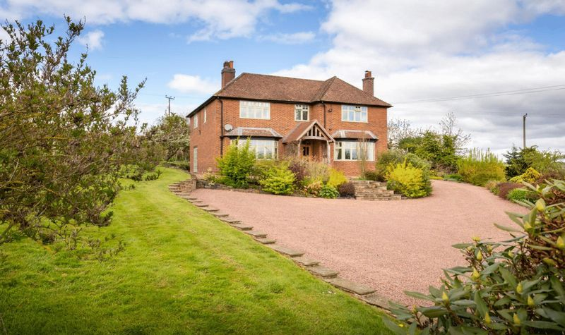 4 Bedrooms Detached House for sale in Nr Stanford Bridge, Teme Valley