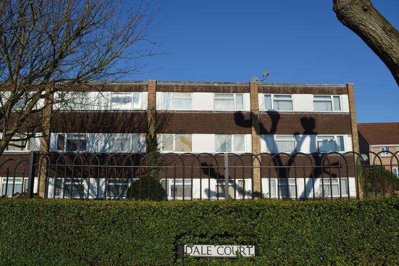 2 Bedrooms Flat for sale in Dale Court, Slough