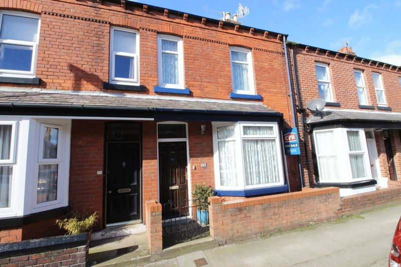 2 Bedrooms Terraced House for sale in Moorland Road, Scarborough