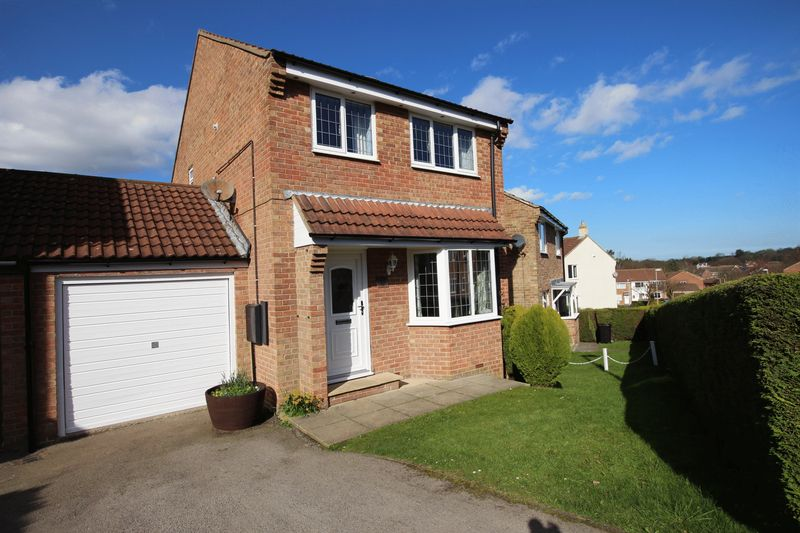 3 Bedrooms Detached House for sale in Settrington Road, Scarborough