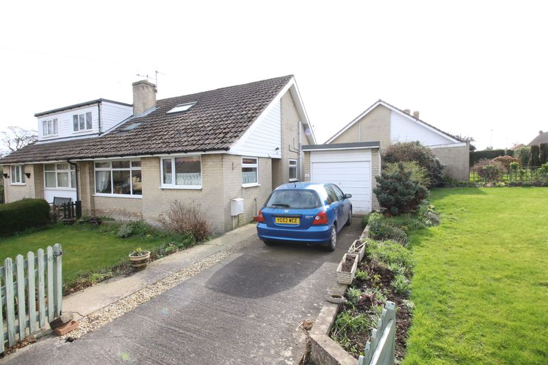 2 Bedrooms Semi Detached Bungalow for sale in 14 Overgreen Close, Burniston
