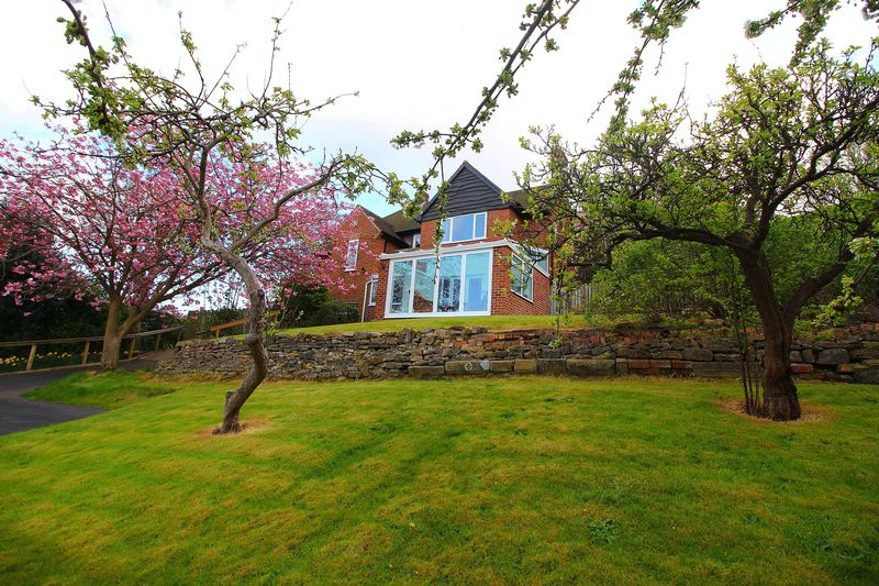 4 Bedrooms Detached House for sale in Queen Margarets Road Scarborough