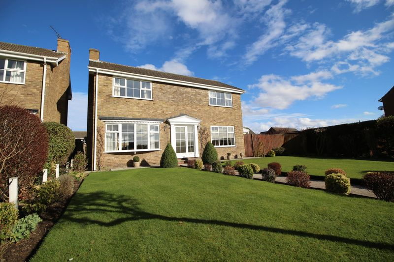 4 Bedrooms Detached House for sale in Annandale Grove, Scarborough