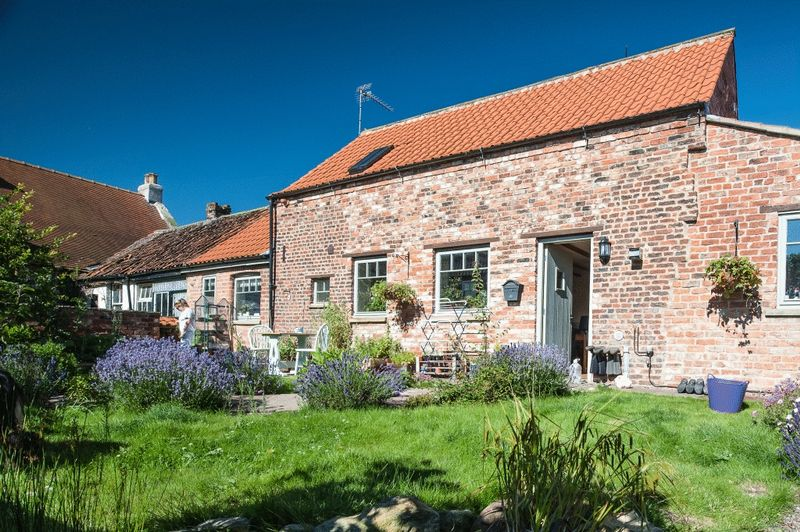 2 Bedrooms Cottage House for sale in 1 West Court, Filey