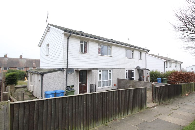 3 Bedrooms Semi Detached House for sale in Gildercliff, Scarborough