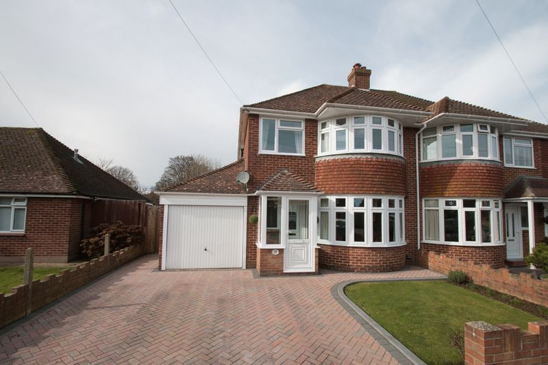 3 Bedrooms Semi Detached House for sale in Willowbed Avenue, Chichester