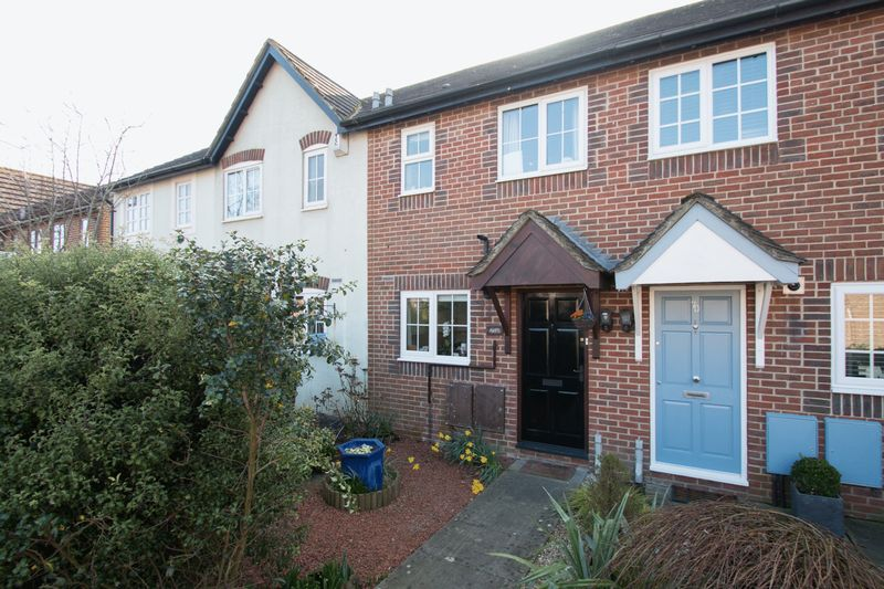 2 Bedrooms Terraced House for sale in Churchwood Drive, Tangmere,