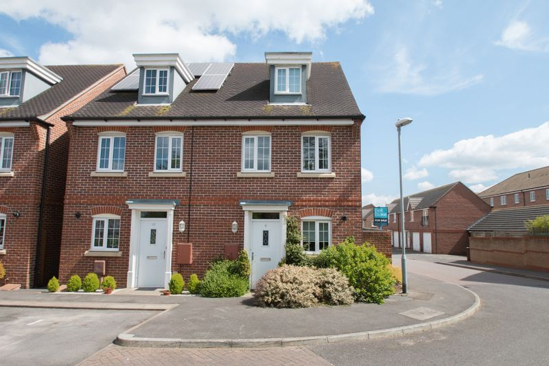 3 Bedrooms Semi Detached House for sale in Neville Duke Way, Tangmere