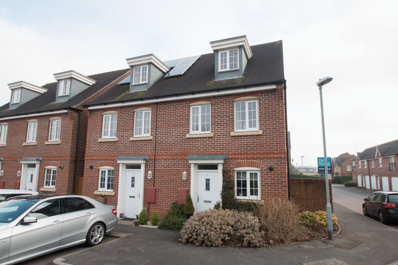 3 Bedrooms Semi Detached House for sale in Neville Duke Way, Chichester