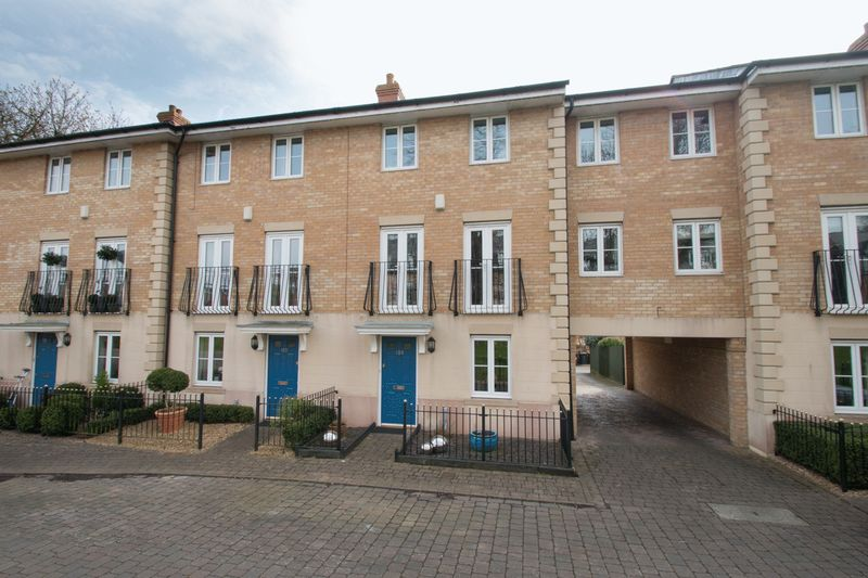 4 Bedrooms Terraced House for sale in Woodlands Lane, Chichester