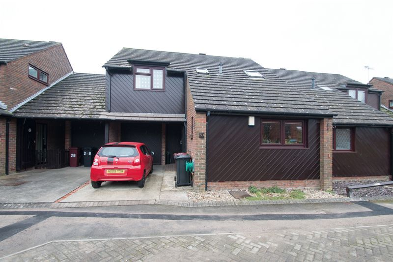 3 Bedrooms Semi Detached House for sale in William Road, Chichester