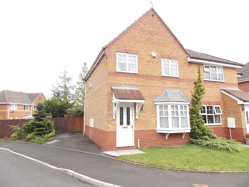 3 Bedrooms Semi Detached House for sale in Edenbridge Drive, Kearsley, Manchester