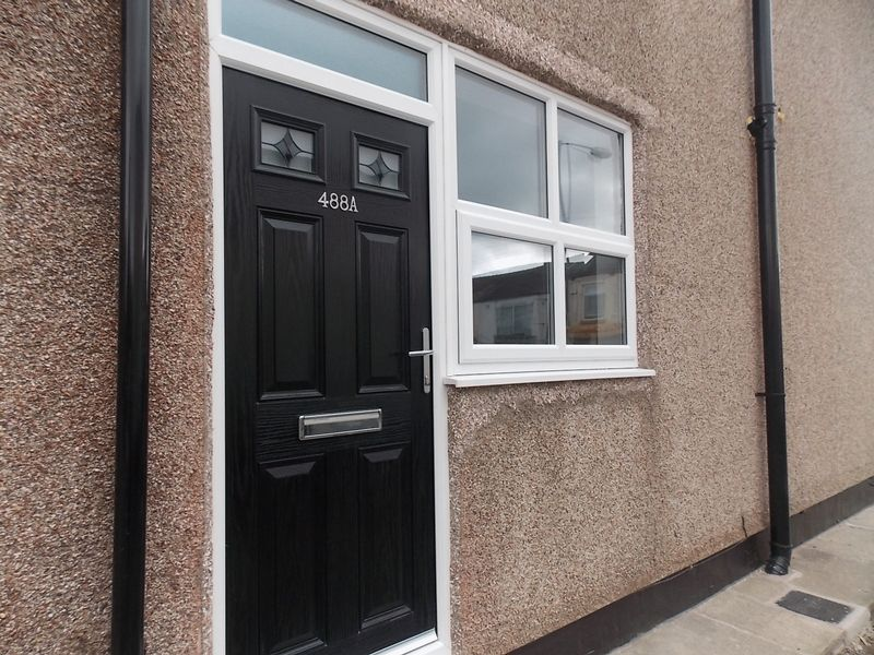 2 Bedrooms Flat for sale in Leigh Road, Westhoughton