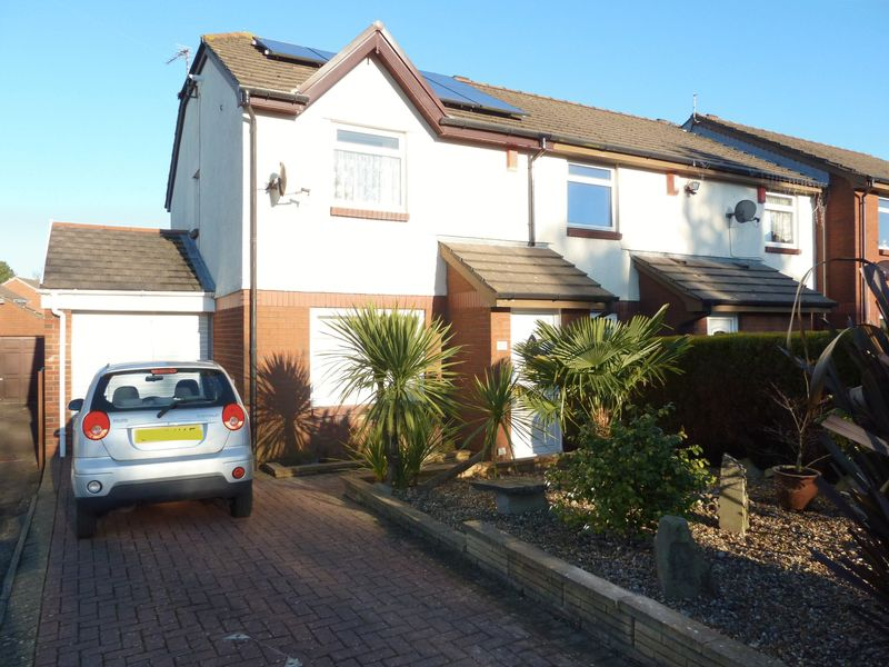 3 Bedrooms Semi Detached House for sale in Enfield Drive, Barry