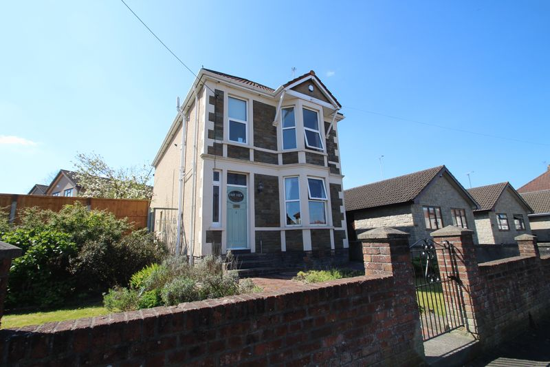 3 Bedrooms Detached House for sale in Middle Road Kingswood Bristol