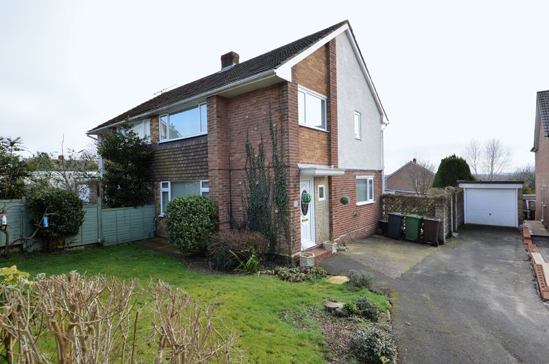 3 Bedrooms Semi Detached House for sale in Briar Close, Horndean