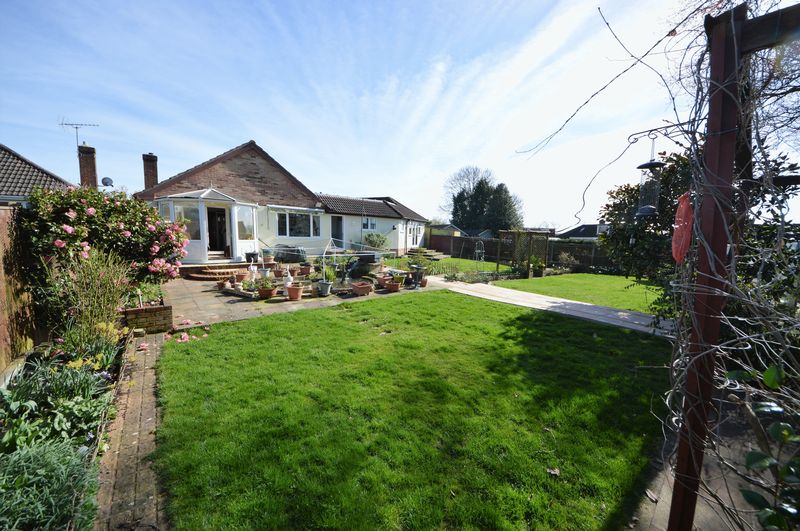 4 Bedrooms Detached Bungalow for sale in Buckland Close, Waterlooville