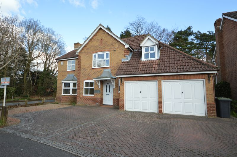 4 Bedrooms Detached House for sale in Topaz Grove, Waterlooville