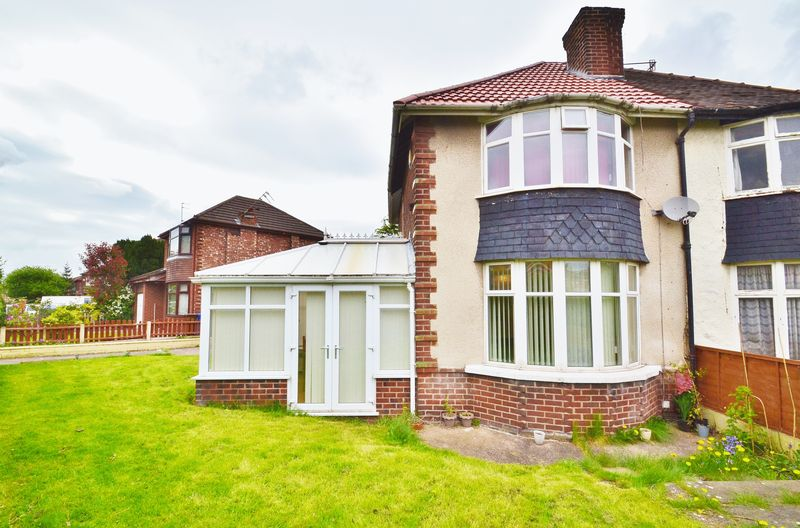 2 Bedrooms Semi Detached House for sale in Chandos Grove, Salford