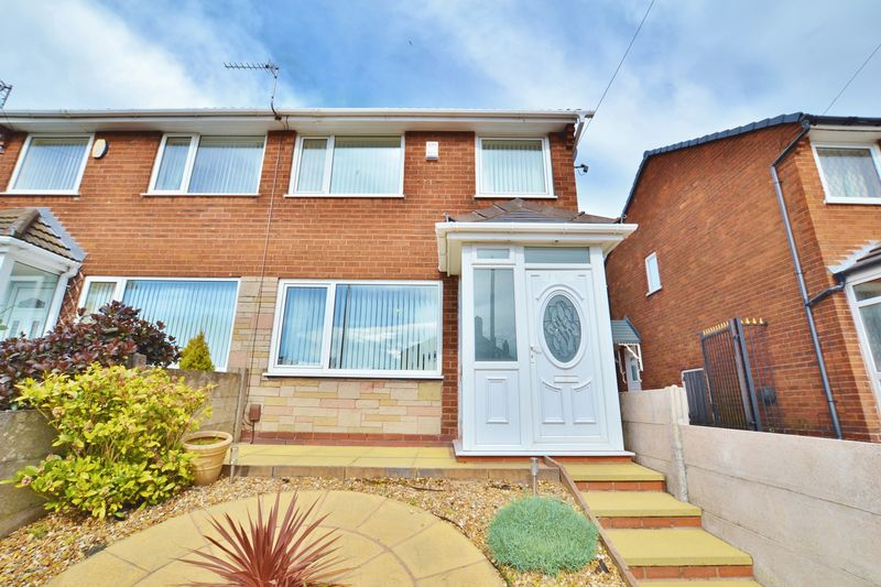 3 Bedrooms Semi Detached House for sale in Fairless Road, Manchester